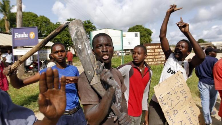 Des manifestants ont protesté à Mpeketoni, ce 17 juin 2014, pour protester contre les attaques de ces derniers jours.
