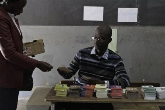 Locales 2014: Le droit de vote des paramilitaires en question