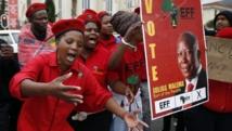 Supporters de Julius Malema devant le Parlement sud-africain, le 20 juin 2014. REUTERS/Mike Hutchings