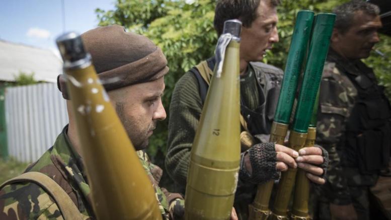 Des rebelles séparatistes pro-russes dans la région de Donetsk, le 19 juin 2014. REUTERS/Shamil Zhumatov