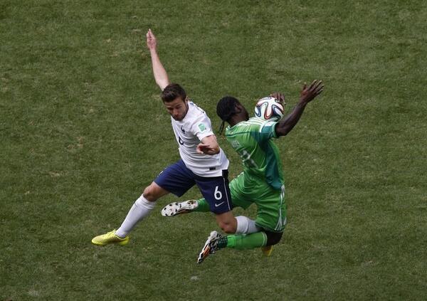 """CDM France 2-0 Nigéria: les """"Coqs"""" trompent les """"Super Eagles"""" et volent vers les quarts"""