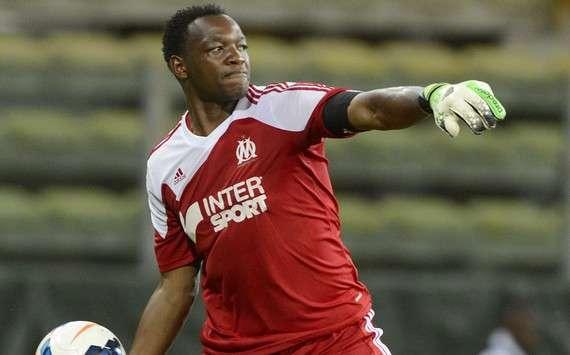 Transfert : Mandanda surveillé par la Roma et QPR