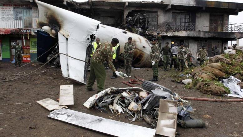 Au Kenya, un avion-cargo s'écrase sur un immeuble de Nairobi