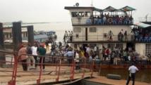 Le Beach à Kinshasa, est le lieu d'où partent les bateaux qui assurent la traversée du fleuve Congo pour Brazzaville.