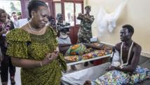La présidente de transition Catherine Samba-Panza à l'hôpital général de Bangui, dimanche 1er juin 2014. AFP/MARCO LONGARI