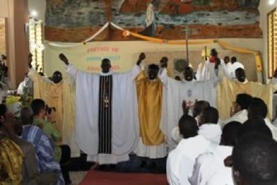 """Ordinations diaconale et sacerdotales: « Attention à la tentation de se dire """"J'y suis arrivé ! J'en ai fini !"""" » (Cardinal Sarr)"""