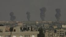 Des colonnes de fumées s'élèvent au-dessus de Rafah, dans le sud de la bande de Gaza, le 7 juillet 2014. REUTERS/Abed Rahim Khatib