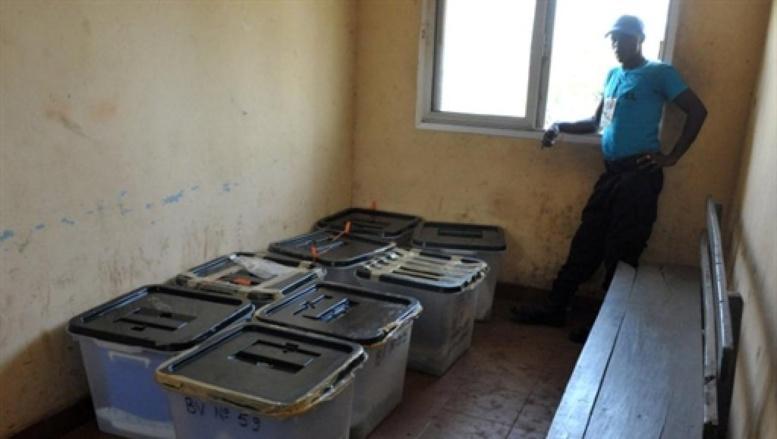 Des urnes dans un bureau de vote de Conakry (Guinée), lors de l'élection présidentielle de juin 2010.