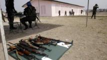 Des armes déposées par d'ex-combattants au centre de démobilisation de Bondoukou (Côte d'Ivoire), en décembre 2004. AFP PHOTO/KAMPBEL