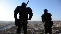 Des forces de sécurités algériennes montent la guarde près de la ville de Ghardaïa, le 18 mars 2014. AFP PHOTO / FAROUK BATICHE