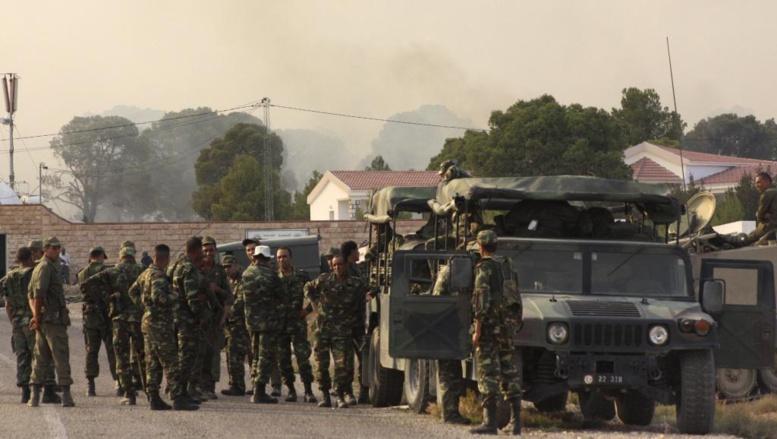 Des soldats tunisiens, à proximité de la frontière avec l'Algérie, lors de l'assaut donné sur le Mont Chaambi, le 2 août dernier