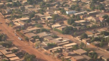 président congolais, Joseph Kabila, découvre le projet d'exploitation de l'entreprise sud-africaine Africom dans une ferme de la province du Bandundu, le 15 juillet 2014. RFI/Léa-Lisa Westerhoff