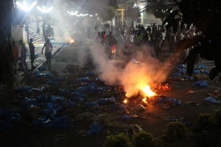 Encore les bourses- Chaude nuit à l'Université : affrontements entre forces de l'ordre et étudiants