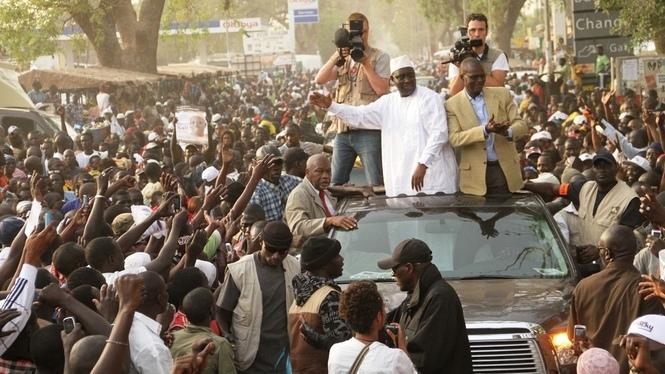 Les autres travaillent, Au Sénégal, on fait de la politique