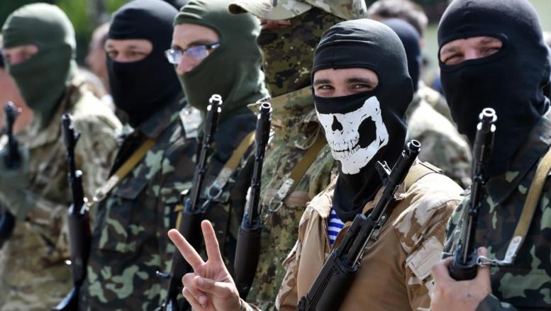 Des volontaires du «bataillon du Donbass» lors d'une cérémonie près de Kiev, le 23 juin 2014. AFP PHOTO / SERGEI SUPINSKY