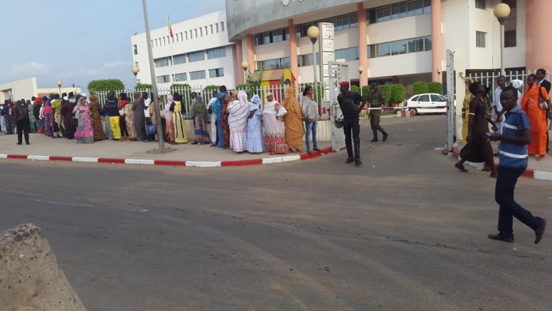 Direct procès de Karim: l'entrée au tribunal bloquée pour le moment