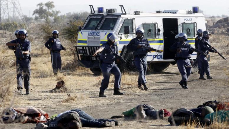 La tuerie du 16 août 2012 a entraîné le décès de 34 mineurs grévistes à Marikana. Reuters/Siphiwe Sibeko