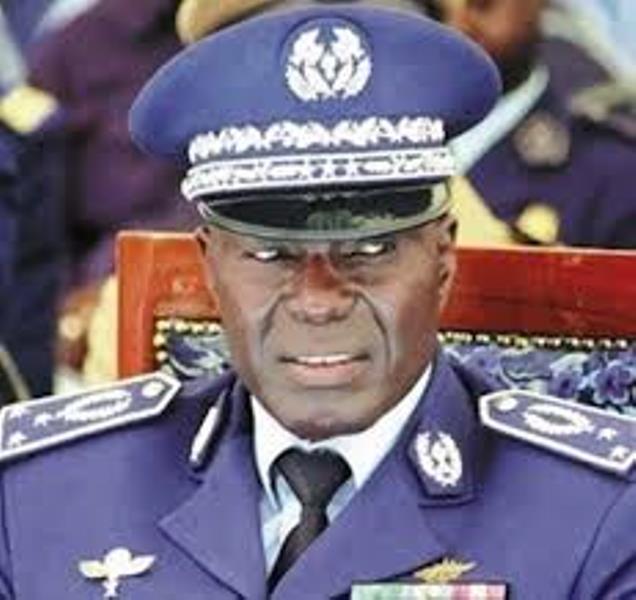 Brûlot: Démission du Général Fall prêt à répondre aux accusations du Colonel Ndaw
