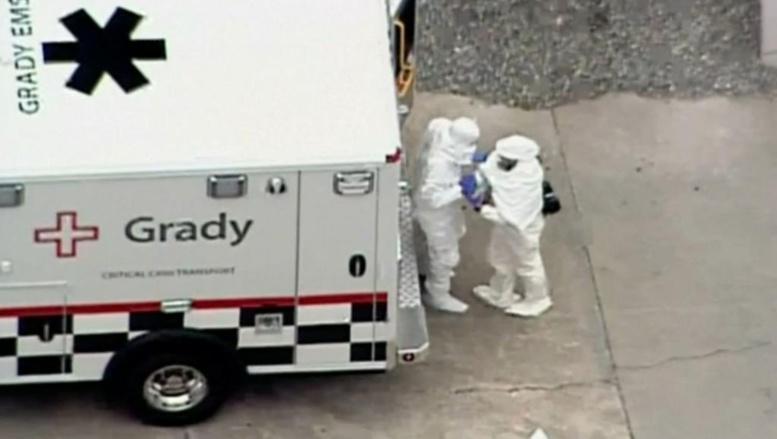Etats-Unis: arrivée de l'un des deux Américains infectés par Ebola