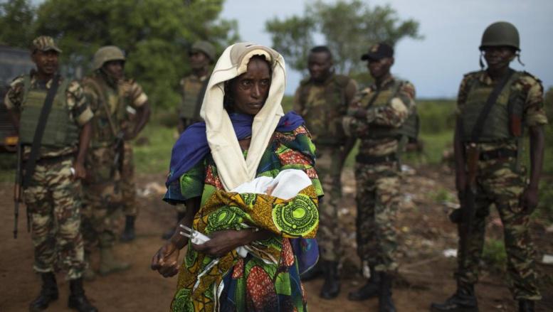 Une femme déplacée à Kaga-Bandoro, Centrafrique. REUTERS/Siegfried Modola