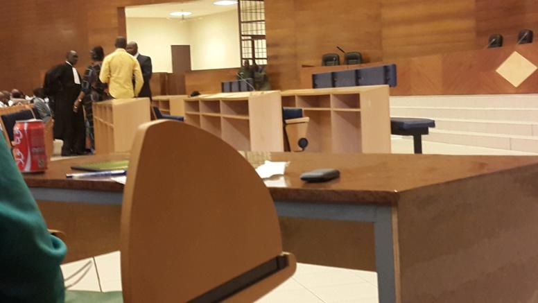 Direct procès Karim : Les avocats s'opposent à une évacuation de Bibo proposée par le Juge