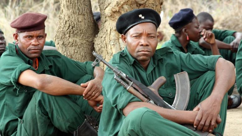 Des combattants de la Renamo, en novembre 2012, dans les montagnes de Gorogonsa, dans le centre du Mozambique. AFP PHOTO / JINTY JACKSON