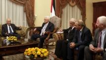 Le président palestinien Mahmoud Abbas (second à droite) et Nabil Elaraby, secrétaire général de la Ligue arabe (g.), le 16 juillet au Caire. REUTERS/Asmaa Wagui