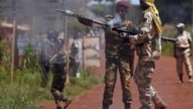 n soldat de l'ex-Seleka prépare un tir de roquette vers des soldats français, Bambari, le 24 mai. REUTERS/Goran Tomasevic