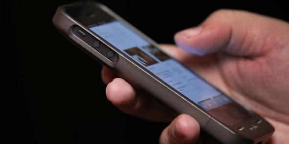 Recharger la batterie de son smartphone à distance sans prise électrique?
