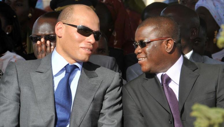 Abdoulaye Baldé, l'actuel maire de Ziguinchor et ancien secrétaire général de la présidence sénégalaise (d) en compagnie de Karim Wade, fils de l'ancien président Abdoulaye Wade, le 30 octobre 2008 à Dakar.