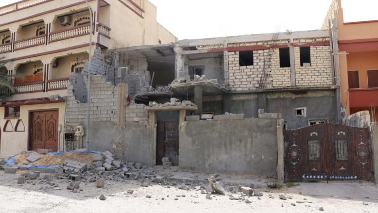 Maison endommagée suite à des affrontements entre milices rivales, dans le quartier de Janzour, dans la banlieue de Tripoli, le 5 août 2014. REUTERS/Hani Amara