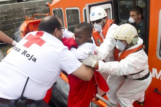 L'Espagne émue par un bébé migrant arrivé seul sur les côtes espagnoles (sa mère est Sénégalaise)