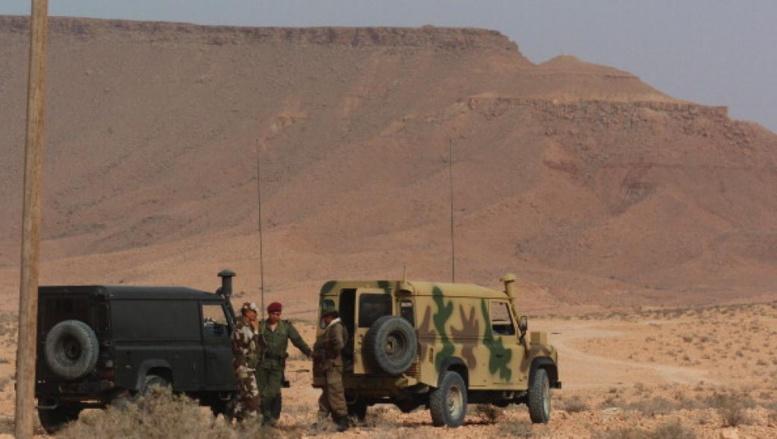 Des soldats tunisiens au poste frontière Dehiba-Wazin entre la Libye et la Tunisie : la Libye partage ses 4 348km de frontières avec 6 États. © Getty Images/Scott Peterson
