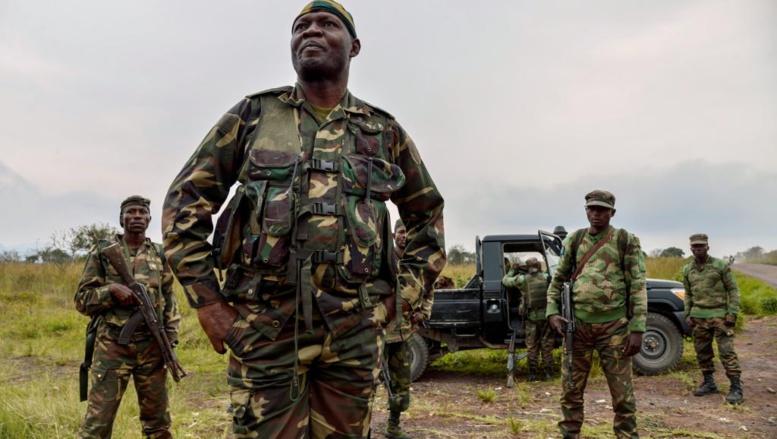 Un soldat congolais, à Kimbumba, à 5 kilomètres de la frontière avec le Rwanda, dans l'est de la RDC. AFP PHOTO / JUNIOR D. KANNAH