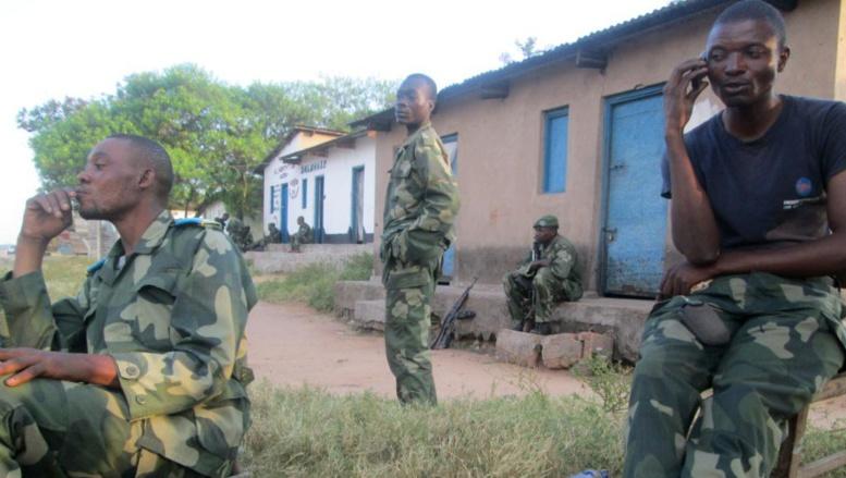 Des soldats congolais à Mutarule, le 10 juin 2014. Les FARDC comme l'ONU ont été accusés de ne pas être intervenus pour empêcher le massacre quelques jours plus tôt. . AFP PHOTO / JEAN-BAPTISTE BADERHA