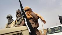 Des combattants du Mujao près de l'aéroport de Gao. AFP PHOTO / ROMARIC OLLO HIEN