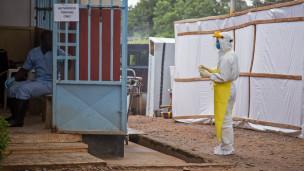 Un centre de traitement de patients infectés par le virus Ebola, en Sierra-Leone