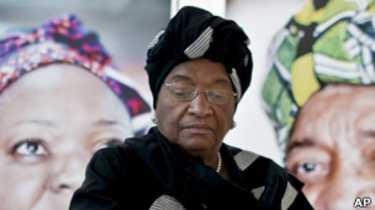 La présidente Ellen Johnson Sirleaf avait ordonné à ses ministres se trouvant hors du pays de rentrer au Liberia dans le cadre de l'état d'urgence décrété le 6 août.