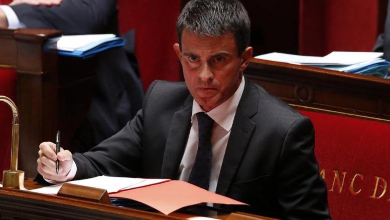 Dans la tourmente, Manuel Valls redemande la confiance des députés