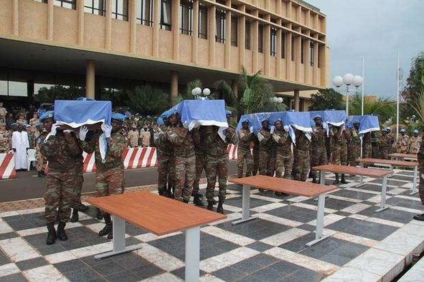 Mali: Décès de 5 nouveaux casques bleus tchadiens à Aguelhok : Bert Koenders fait le deuil