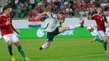 Pour se faire pardonner, les joueurs de football hongrois offrent des billets à leurs supporters