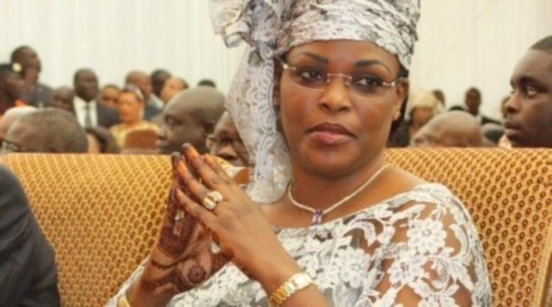 «Dans n'importe quel pays, un million d'euros destiné à la Première Dame aurait déclenché une enquête judiciaire », leaders de la défense de la République