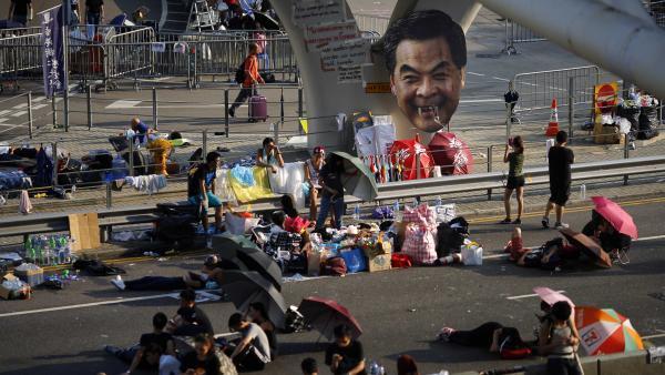 La journée de vendredi a été marquée par des heurts violents dans la cité de Hong Kong, comme ici à Mongkok. REUTERS/Bobby Yip