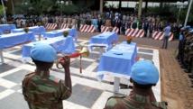 L'ONU rend hommage à ses neuf casques bleus nigériens tués dans le nord du Mali, Bamako, le 8 octobre 2014.y FP Photo/ Habibou Kouyate