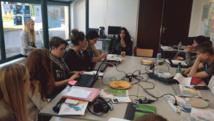 Les élèves du lycée Jeanne d'Arc ont recontré Katia Jarjoura pour un échange autour de son documentaire sur le Liban projeté en avant-première à Bayeux.