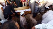 Alors que depuis Tripoli, le secrétaire général de l'ONU appelait samedi à l'arrêt des violences et à la poursuite du dialogue national, des affrontements ont eu lieu tout le week-end à quelques dizaines de km au sud-ouest de la capitale. En deux jours, une vingtaine de personnes ont été tuées et des dizaines blessées à Kikla, selon des sources médicales.  La ville de Kikla aurait été attaquée par des milices de la ville de Zintan opposée à la coalition Aube de la Libye qui les a chassés de la capitale cet été. Isolée dans les montagnes de l'ouest, Zintan est entourée de villes dont une grande majorité lui est hostile.  Divisions ancestrales entre tribus et villes libyennes  Depuis quelques jours les milices de la coalition Aube de la Libye se disaient prêtes à attaquer Zintan. Selon certains témoins sur place, les milices de Zintan auraient donc préféré attaquer les villes rivales qui l'entourent en prévention.  Les lignes de fracture du conflit d'aujourd'hui recoupent des divisions ancestrales entre tribus et villes libyennes. Les affrontements touchent également d'autres villes voisines et menacent de s'étendre à toute la région des montagnes de l'Ouest et vers la capitale.