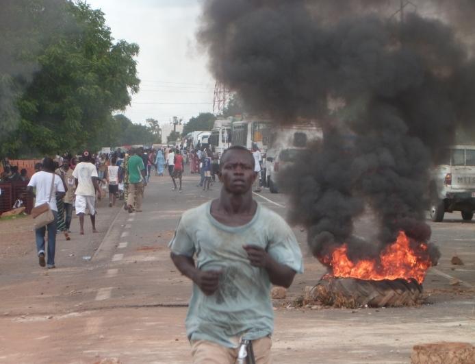 Scène d'émeute (image d'archives)
