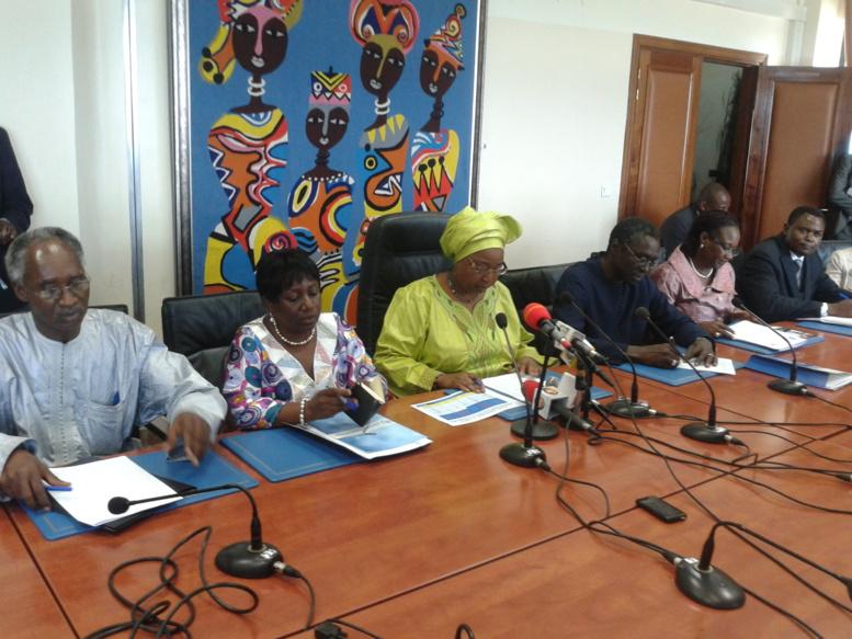 """Ebola- Awa Marie Coll Seck- Ministre de la Santé : """"Le Sénégal est aujourd'hui en fin d'épidémie"""""""
