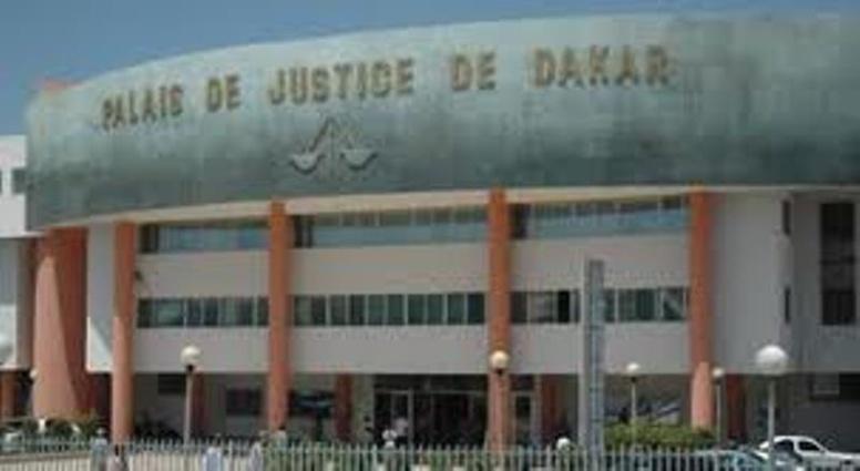 """Direct procès de Karim: le parquet spécial retire le mot """"mensonge"""", Demba Ciré Bathily boude la barre"""