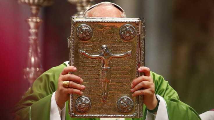 Le pape François, lors de la messe marquant le début du synode sur la famille.